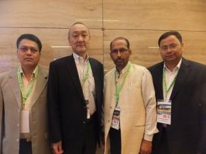 左から、ガネシャUNI-NLC事務局長、小俣UNI-LCJ議長、シャンカールUNI-NLC議長、ラジェンドラUNI Apro労組強化部長